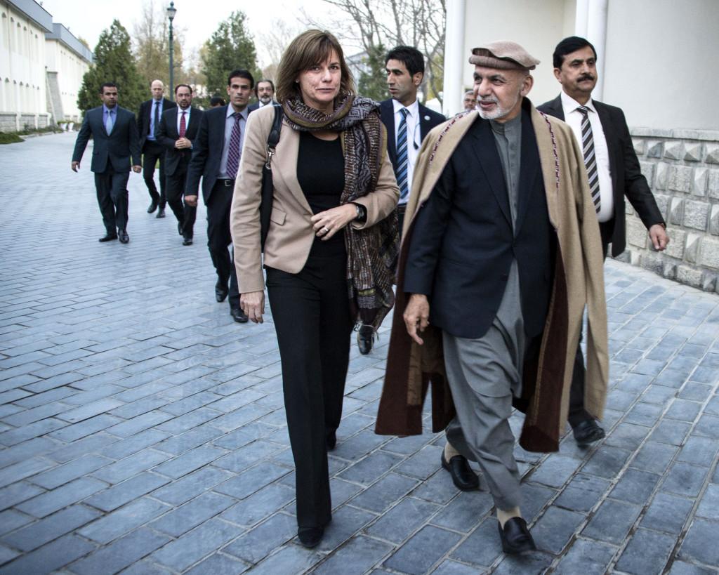 Isabella Lövin och Afghanistans president Ashraf Ghani i Kabul. Ghani var tidigare landets finansminister och har också arbetat på Världsbanken. På 1970–talet studerade han i Beirut och i USA: Han doktorerade i antropologi vid Columbia 1982 och har en lång akademisk karriär bakom sig.