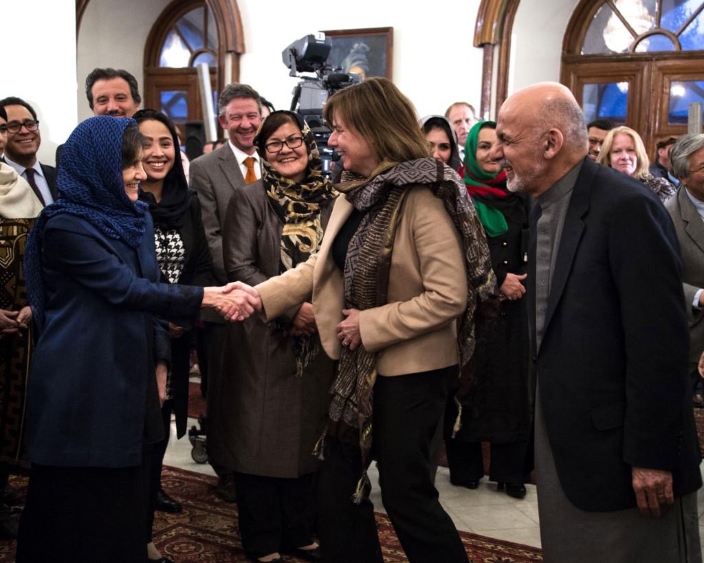 """""""Det här är min boss"""", sa presidenten om sin hustru Rula Saade då han presenterade henne för Lövin. """"Som svensk kvinna tycker jag inte att det är roligt. Men här i Afghanistan var det nog ganska progressivt"""", säger Lövin."""
