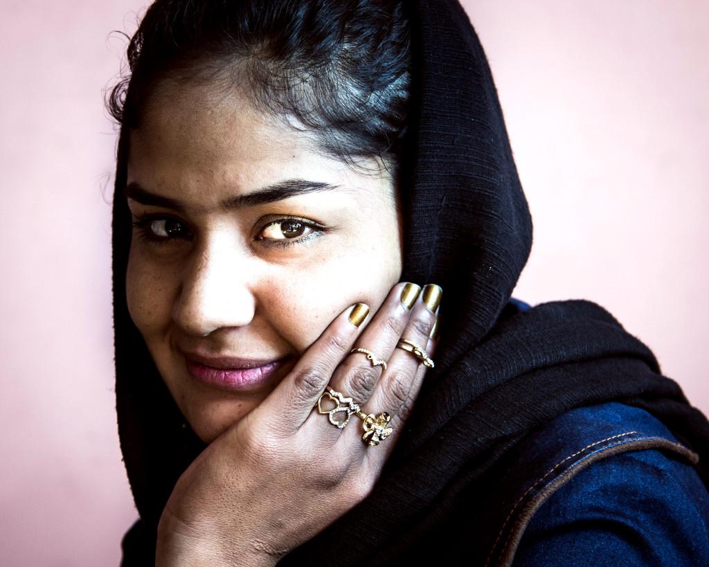 Zarifa är döv sedan födseln. På Svenska Afghanistankommitténs skola får hon lära sig teckenspråk.