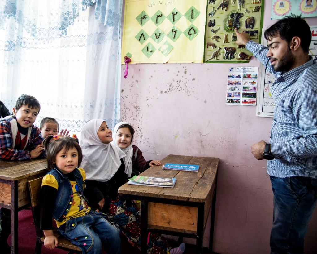 De yngsta barnen undervisas på bottenplanet i Svenska Afghanistankommitténs skola.